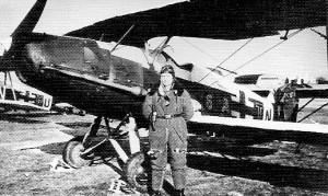 Латвийский летчик люфтваффе у своего бомбардировщика Арадо-66. Март 1944 г.