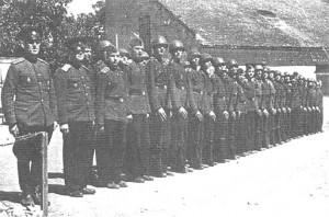 Рота Его Высочества 1-го Русского кадетского корпуса. Слева - подполковники Н.Е.Филимонов и М.А.Левитский. Бела Црква, 1 июня 1944 г.