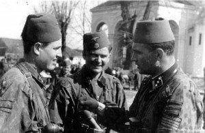 Эсэсовцы из 13-й горнострелковой дивизии СС Ханджар