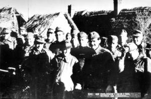 Венгерские солдаты, взятые в плен 49-й гвардейской стрелковой дивизией, перед тем как идти в бой на нашей стороне