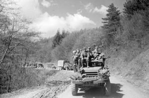 Колонна советской техники на дорогах Австрии. Апрель 1945 г.