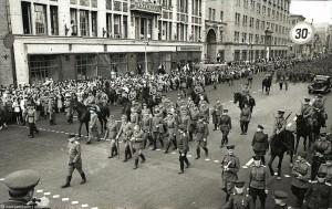 Москва, 17 июля 1944 г. Колонна германских военнопленных на улице Горького.