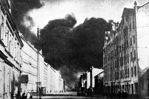 Рига. Горит улица Бривибас. 12 октября 1944 г.
