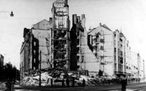 Рига. Руины жилого дома на углу улиц Бривибас и Миера. Октябрь 1944 г.