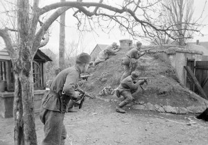 Уличный бой в Австрии. Апрель 1945 г.