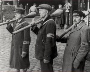 Бойцы фольксштурма с фаустпатронами. 1945 г.