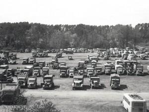 Грузовики, брошенные вермахтом в Курляндском котле. Май 1945 г.
