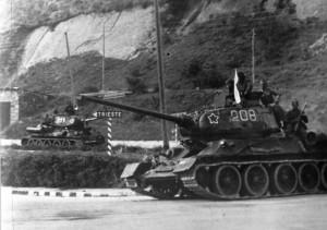 Танки Т-34-85 на дорогах Югославии. 1945 г.
