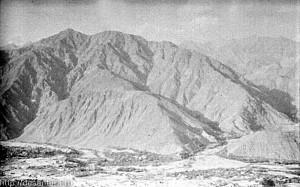 Афганистан, ущелье Панджшер. Слева - высота Зуб. 1982 г.