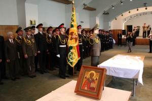 Бела Црква. Освященное знамя Полоцкого кадетского корпуса вручено белорусской делегации. 4 мая 2014 г.