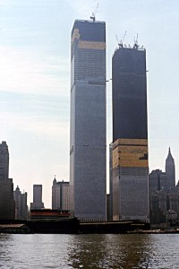 Нью-Йорк. Башни-близнецы Всемирного торгового центра в процессе строительства. 1970 г.