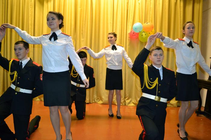 velikotcatskiy-detskiy-dom-kadet-scena-tancy