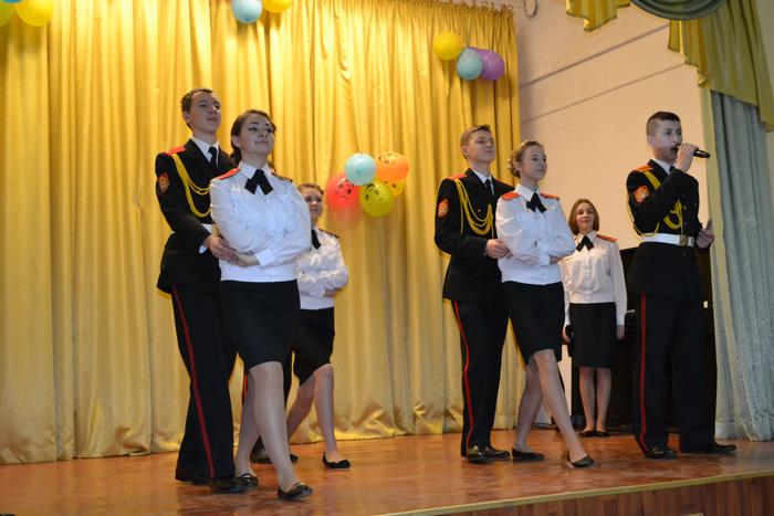 velikotcatskiy-detskiy-dom-kadet-scena2