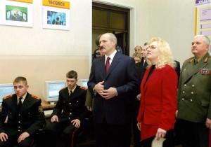 24 февраля 2006 г. Министр обороны Республики Беларусь генерал-полковник Л. С. Мальцев сопровождает Президента Республики Беларусь Л. Г. Лукашенко во время его посещения Минского СВУ