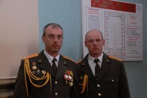 Выпускники училища: заместитель начальника училища полковник О. Г. Санковский (1983 г.) и командир роты майор С. В. Костко (1984 г.)