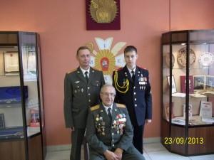 Три поколения семейства Н. З. Кунца (в центре). Стоят сын Сергей и внук Николай