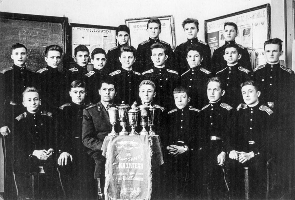 На фото – наш 1взвод 6 роты во главе с офицером- воспитателем Куприенко И.Я.